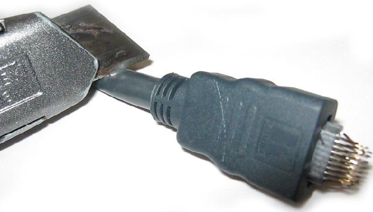 Контакты HDMI-кабеля неисправны